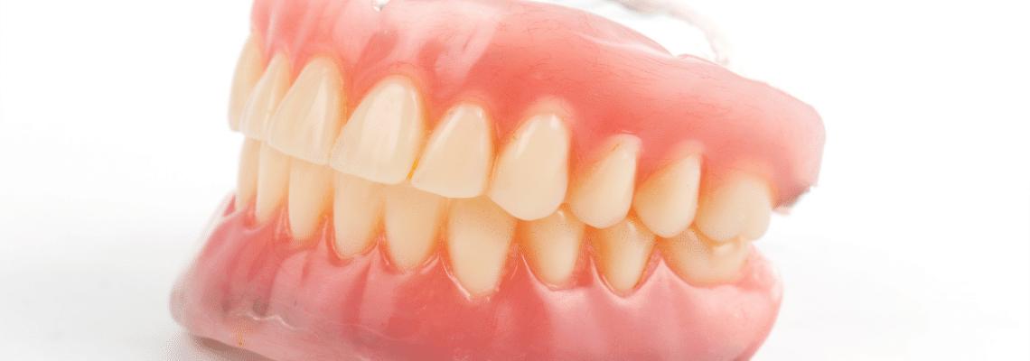 Diş Protezi Kullanırken Dikkat Edilmesi Gerekenler