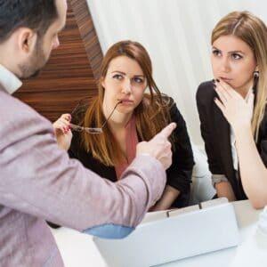 biten evlilik belirtileri, eleştirmek