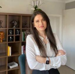 Psikolog Zülal Benli